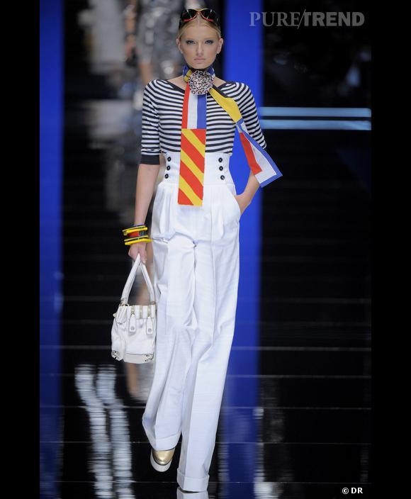 Le marin    Les marins inspirent la mode ,  plus qu'un simple nom d'expo, cette phrase devient un adage en Haute Couture. La marinière à la  [brand=1379] Jean Paul Gaultier [/brand]     devient un classique. Pour leur collection Printemps-Eté,    [brand=1294] Dolce et Gabbana [/brand]     revisitent le look marin des années 20. un clin d'oeil au  [article=32082] style de mademoiselle Chanel. [/article]