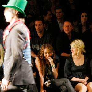[people=2384]Miley Cyrus[/people] au premier rang du défilé American Lord, par [people=2412]Christian Audigier[/people] .
