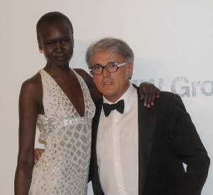 Le chausseur star Giuseppe Zanotti prend la pose avec l'un des tops phare des années 90, Alek Wek.