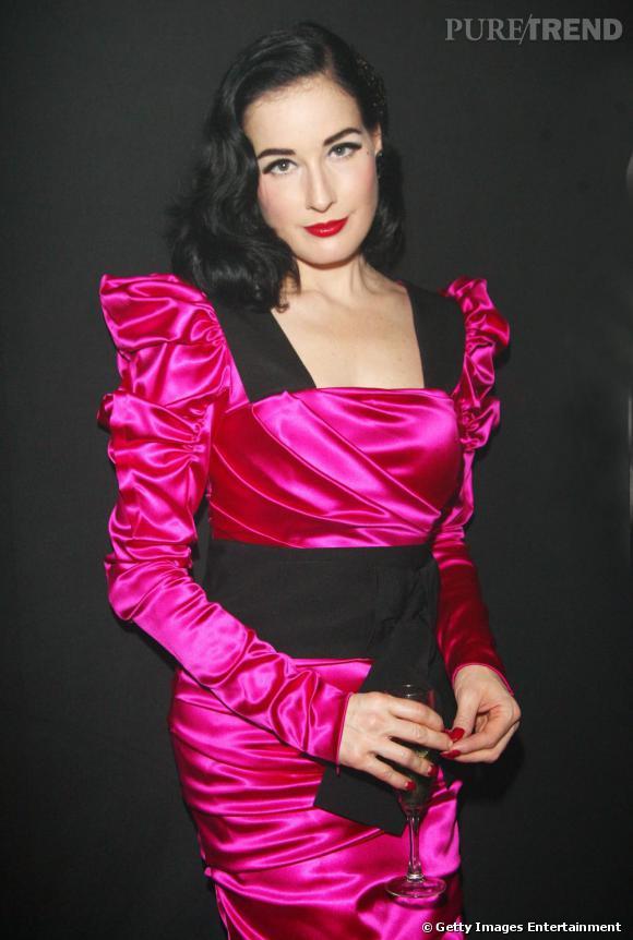 Dita von Teese qui portait une robe  Dolce & Gabbana  pour la soirée, a fait son show sur scène pour la bonne cause.