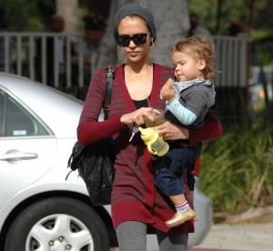 Jessica Alba, leçon de style pour maman tendance... A shopper !