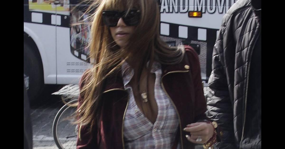 biografi beyoncé Nesse mesmo ano, foi descoberta pelo produtor musical evan rogers, que em 2005, junto com carl sturken, a levou para os estados unidos depois de assinar com a def jam records, começou a gravar seu álbum de estreia.