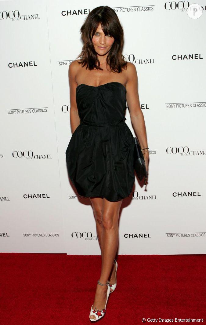robe bustier noire toute simple l 39 actrice met de c t s tout bijoux clinquants pour un rendu. Black Bedroom Furniture Sets. Home Design Ideas