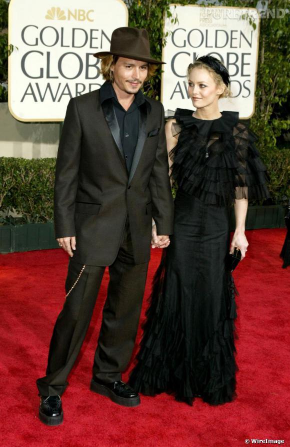 Toujours aussi amoureux, Vanessa Paradis et Johnny Depp ont très rapidement compris que la mode est une passion qui se partage. Ainsi, sur red carpet, ils revisitent ensemble le registre retro ou bohème et pensent toujours leur tenue à deux.