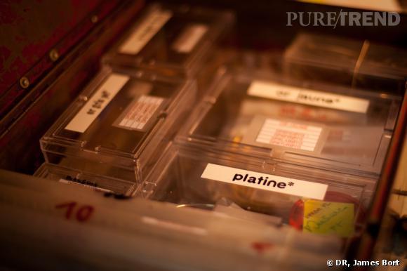 Coffre contenant les matériaux pour réaliser le bijou.