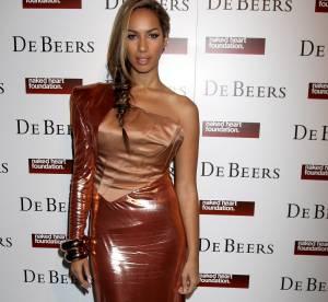 Le flop : Leona Lewis en robe de papier cadeau !