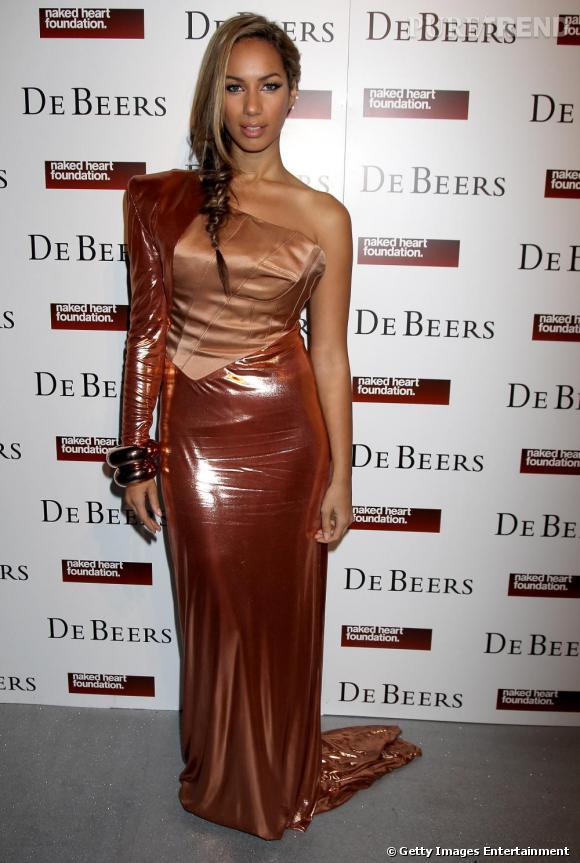 Leona Lewis et sa robe en papier cadeau