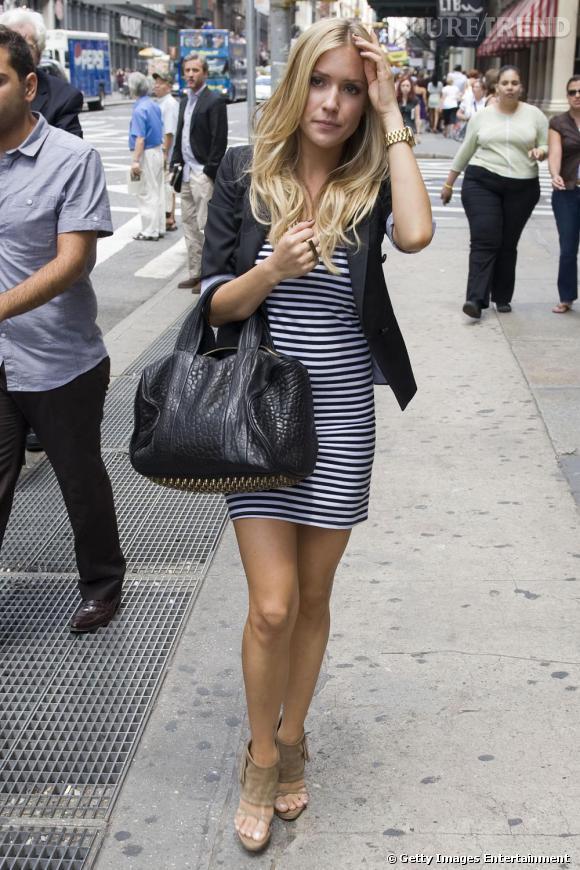 La jolie Kristin Cavallari opte pour la version robe .