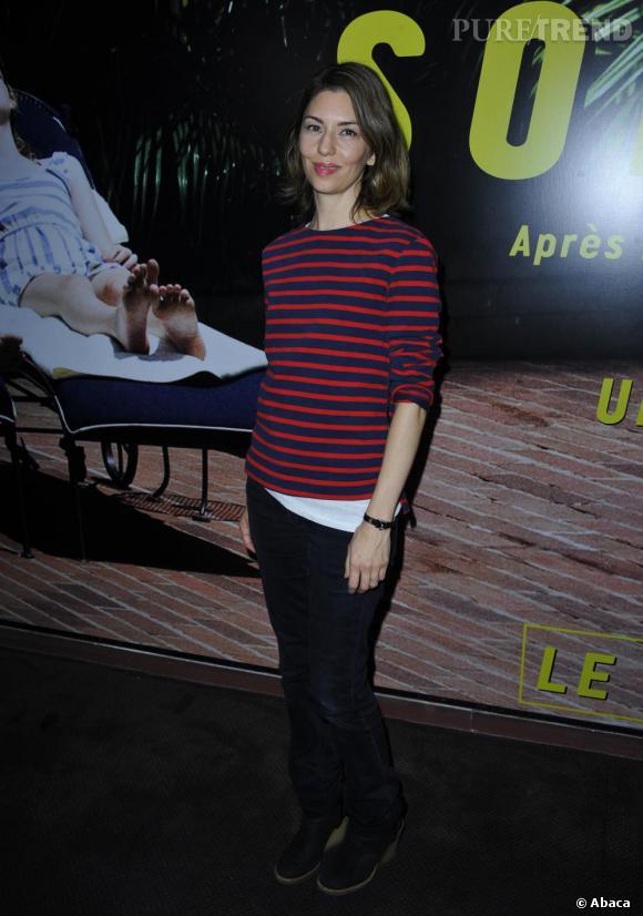 Audacieuse et cool sur red carpet, Sofia Coppola préfère la marinière à la robe de soirée.