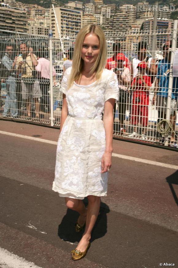 Kate Bosworth exploite enfin son allure de babydoll avec cette robe en dentelle blanche dans laquelle elle est tout simplement adorable.