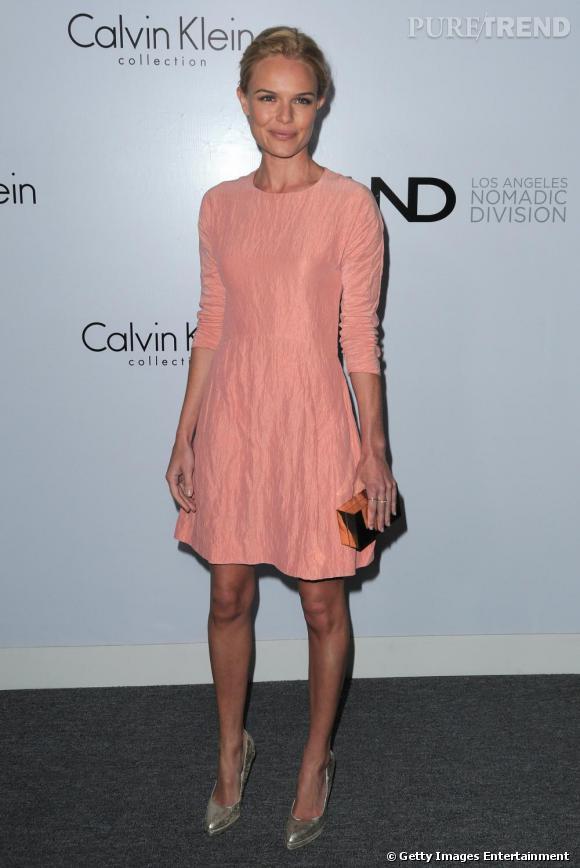 Dans cette robe de babydoll Calvin Klein, Kate Bosworth est tout simplement éblouissante armée de son élégance naturelle.