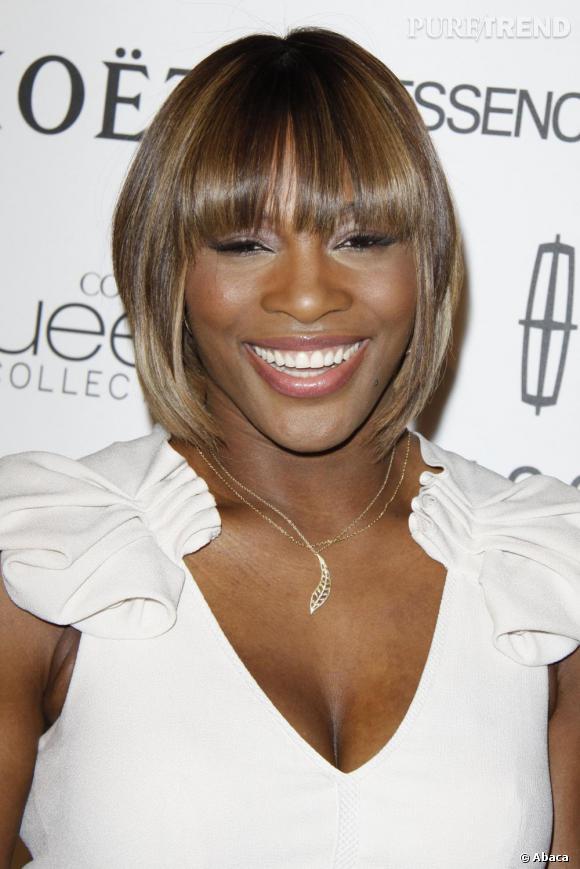 Définitivement plus à l'aise sur les tapis rouges qu'auparavant, Serena ose des tenues décolletés et très épurées.