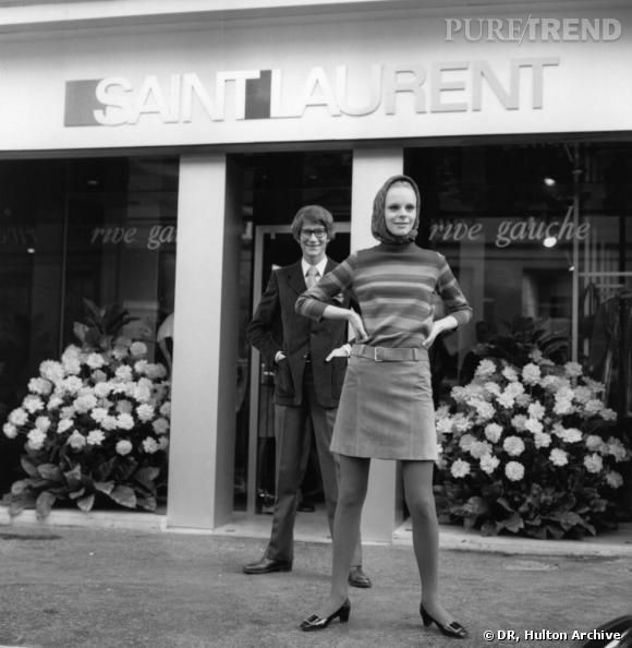R comme Rive Gauche       En 1966, Yves Saint Laurent lance sa ligne de prêt-à-porter Yves Saint Laurent Rive Gauche. Il dessine les modèles, mais la production ne se fait pas au sein de la maison. Il ouvre la première boutique Rive Gauche à Paris, 21 rue de Tournon. Suivront ensuite New York en 1968, Londres en 1969, et la ligne Rive Gauche pour homme en 1969 également.