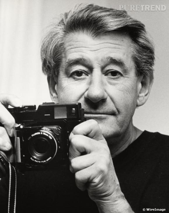 """N comme Newton       Le photographe de mode a longtemps collaboré avec Yves Saint Laurent. Helmut Newton a d'ailleurs réalisé en 1975 le célèbre cliché d'un mannequin portant le mythique smoking du créateur.  """"Mon admiration pour Yves Saint Laurent était sans borne. N'habillait-il pas ma """"femme idéale"""" de la façon dont je voulais la photographier ?"""" , a-t-il déclaré au journal  Le Monde ."""