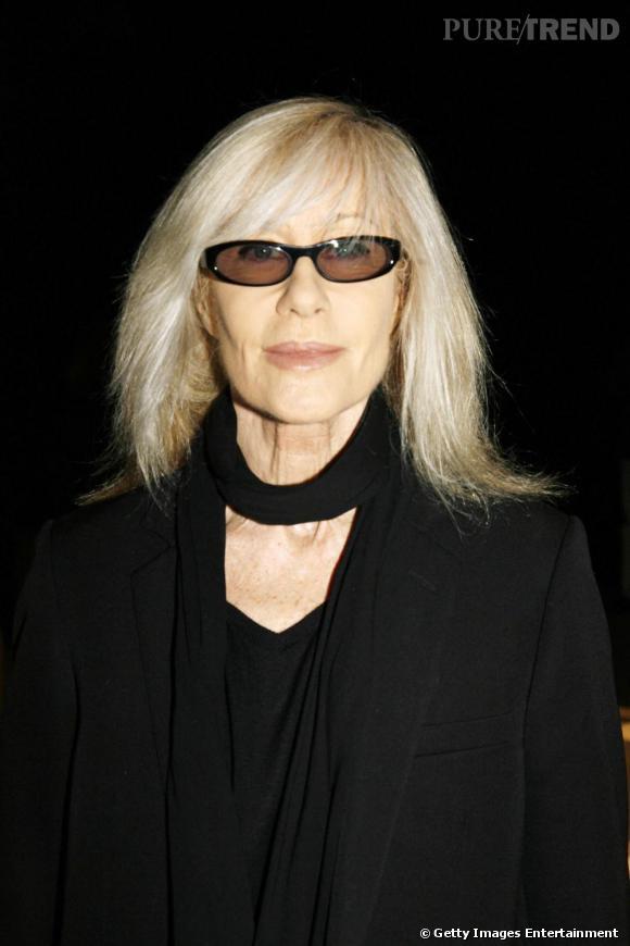 """B comme Betty Catroux      """"Nous étions comme frère et soeur, comme des jumeaux. Nous étions tellement pareils. On s'amusait, on faisait des folies et des trucs stupides. Et nous étions tous les deux angoissés. On partageait ça aussi"""" , déclare Betty Catroux. C'est en 1967 chez Régine que leur chemin se croise. D'abord mannequin chez Chanel, elle deviendra l'une des muses d'Yves Saint Laurent pendant de très longues années."""