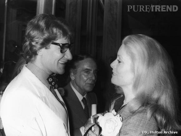"""D comme Deneuve        """"J'ai débarqué à 22 ans rue Spontini, où il était alors installé. C'était fin 1965, et j'avais découpé dans Elle la photo d'une robe de la collection de la saison précédente. Ça a amusé tout le monde, qu'une fille aussi jeune, presque inconnue, se paie une robe de haute couture et, de surcroît, un modèle qui avait déjà près d'un an. C'était un long fourreau de crêpe blanc, avec un plastron brodé rouge, très slave, très pur, très strict, que j'ai porté à Londres pour être présentée à la reine Elizabeth, lors de la Royal Performance. [...] On s'est connus à ce moment-là. Et j'ai continué à aller chez Saint Laurent"""" , expliquait Catherine Deneuve. Depuis leur rencontre en 1965 et le film  Belle de Jour  pour lequel le créateur l'a habillé, ils n'ont cessé d'être proches. L'actrice ne manquait aucun des défilés de son créateur fétiche."""