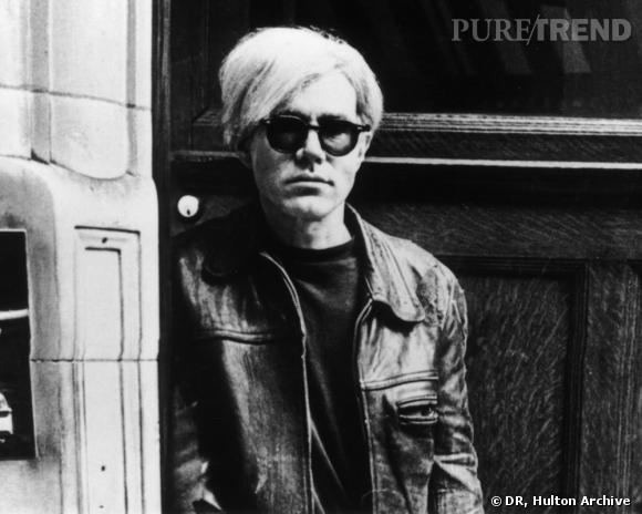 W comme Warhol       La Factory d'Andy Warhol s'installe à Paris en 1970 et passe deux semaines avec Yves Saint Laurent et son compagnon Pierre Bergé. De cette rencontre, naîtront en 1972 les célèbres portraits d'Yves Saint Laurent et de son chien Moujik. Le créateur apparaîtra également dans les  Factory Diaries,  filmés entre 1971 et 1978.