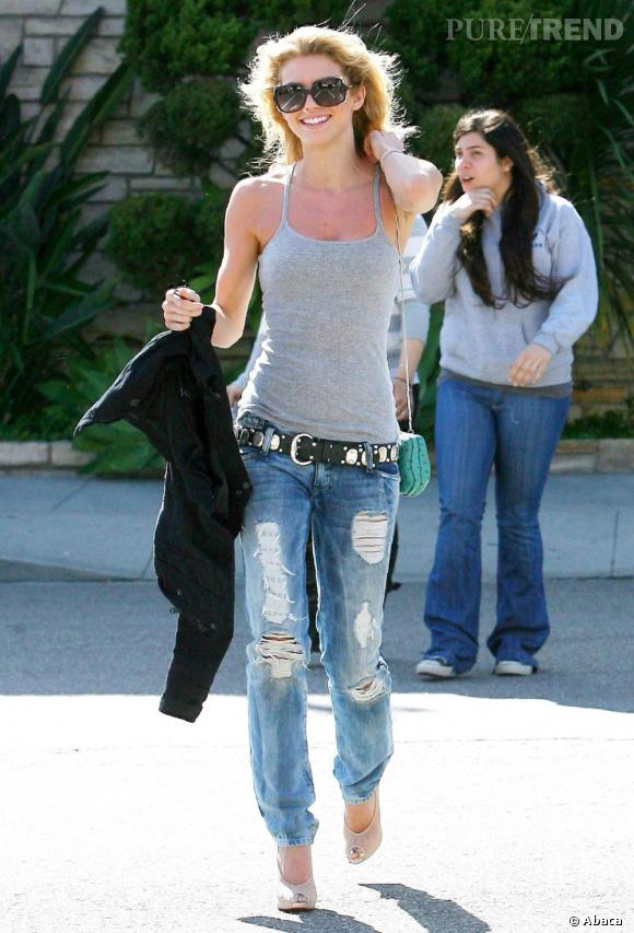 AnnaLynne McCord sortant de l'Urth café à Beverly Hills