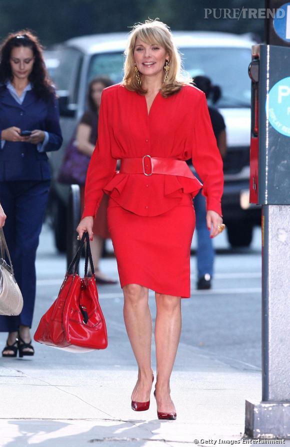 Le total look monochrome : Samantha Jones est certainement la seule femme à se vêtir d'une seule couleur de la tête aux pieds !