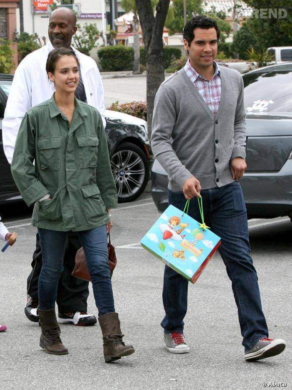 Jessica Alba et son mari dans les rues de Los Angeles
