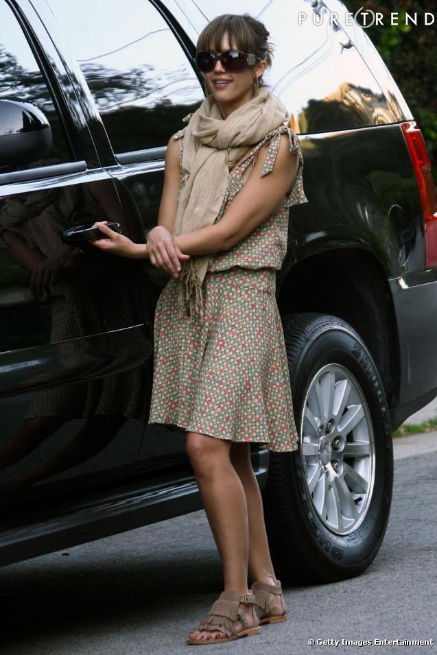 064282ea3aa La robe à motifs   De même sur Jessica Alba
