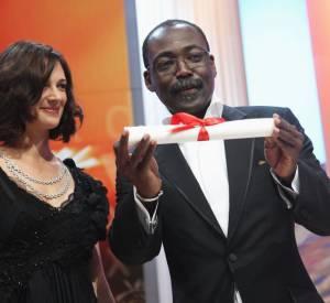 Asia Argento a decernée le Prix du jury à Mahamat-Saleh Haroun,  réalisateur tchadien, pour Un Homme qui Crie, le seul  film africain en compétition cette année.