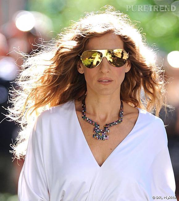 Sarah Jessica Parker alias Carrie Bradshaw dans Sex and the City 2 porte les lunettes Franz de Mykita nées de la collaboration avec Bernhard Willhelm.