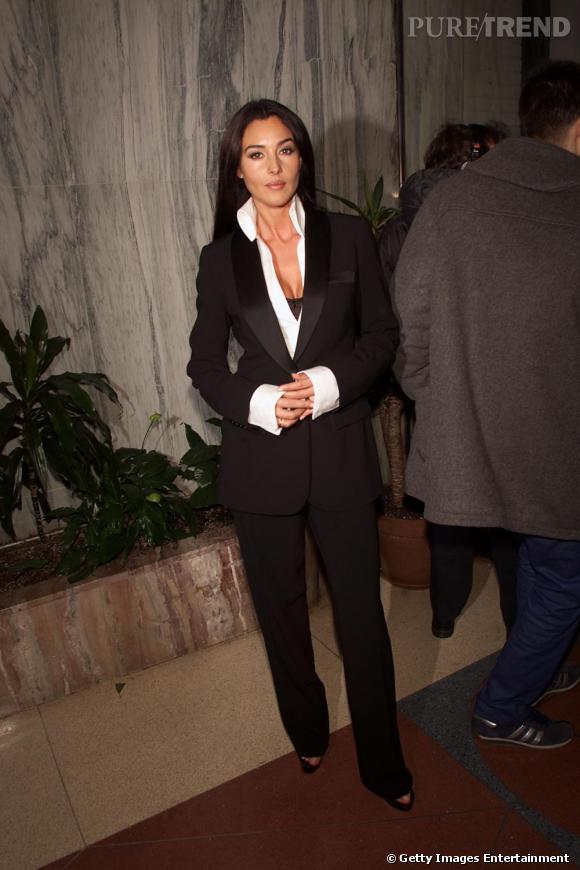 Toujours en 2000 Monica Bellucci met en ses formes en avant avec un tailleur masculin qui lui donne une allure sensuelle.