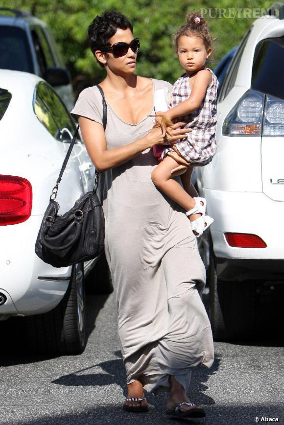 Hally Berry, maman fashion dans les rues de Los Angeles avec sa fille Nalha Ariela.