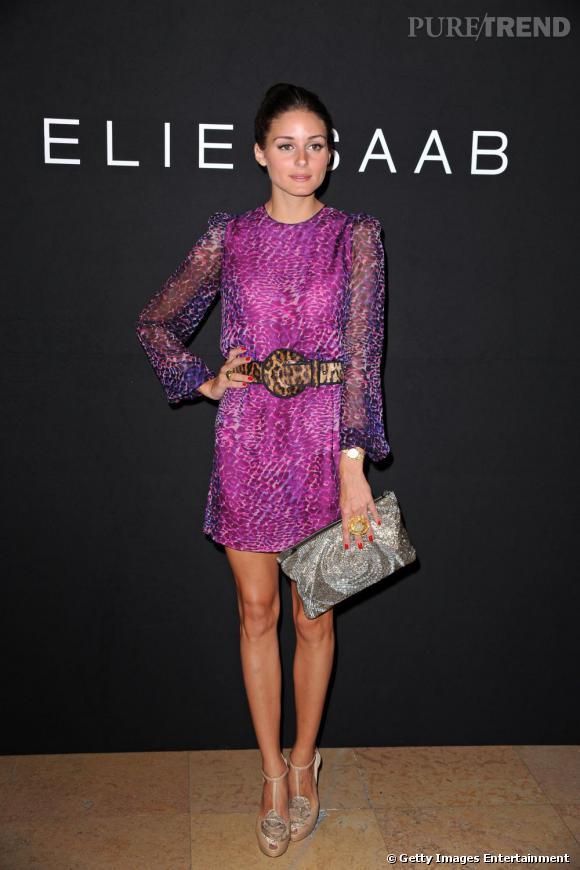 Olivia Palermo prend la pose au défilé Elie Saab.
