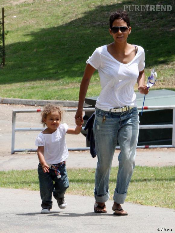Halle Berry avec sa fille dans un parc à Los Feliz