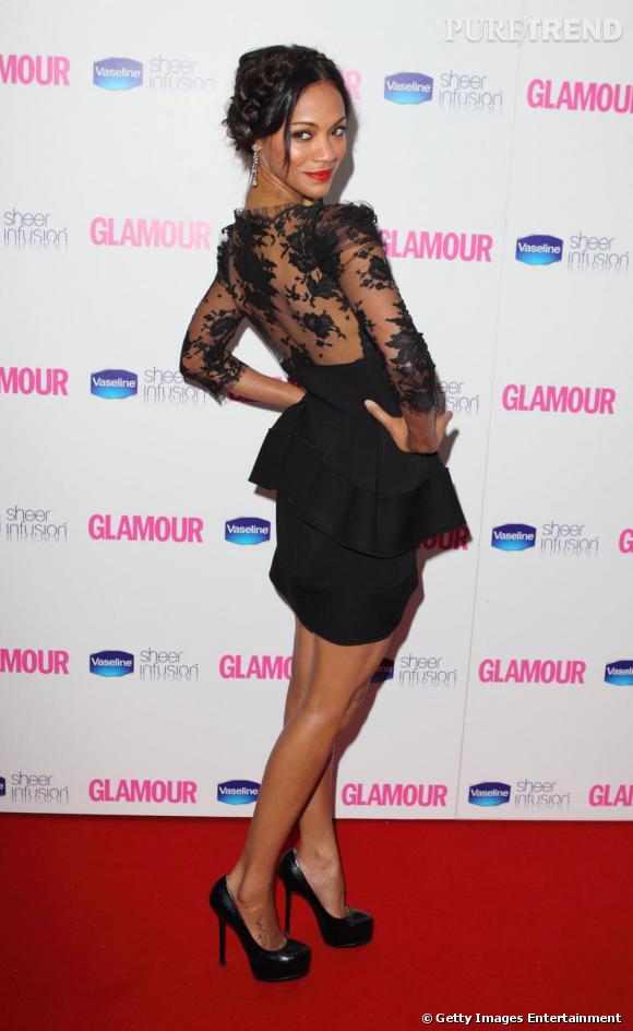 Zoe Saldana ose la minirobe en dentelle Vionnet pour un look ultra sexy.