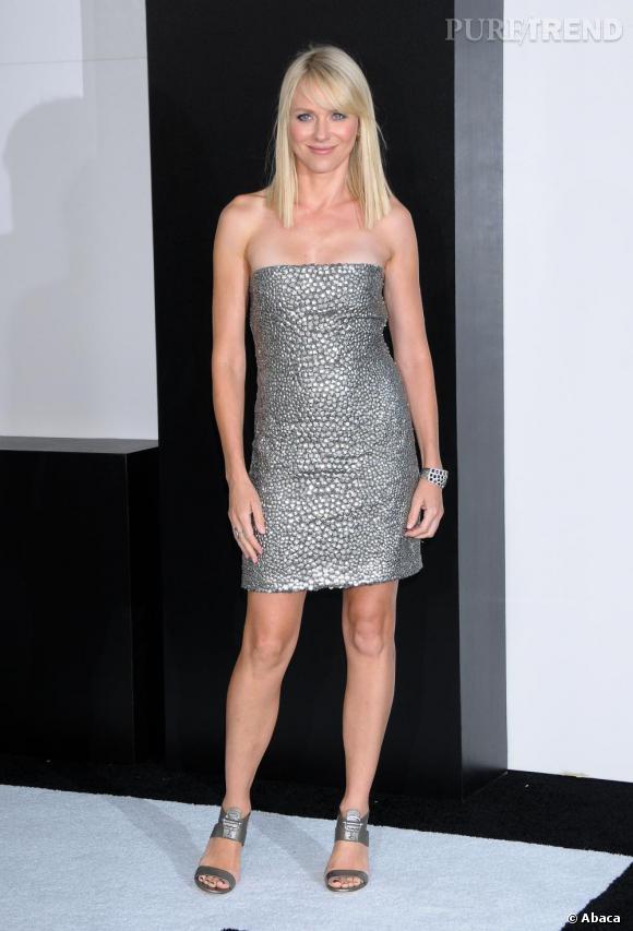Naomi Watts brillante et sexy en robe Gucci.