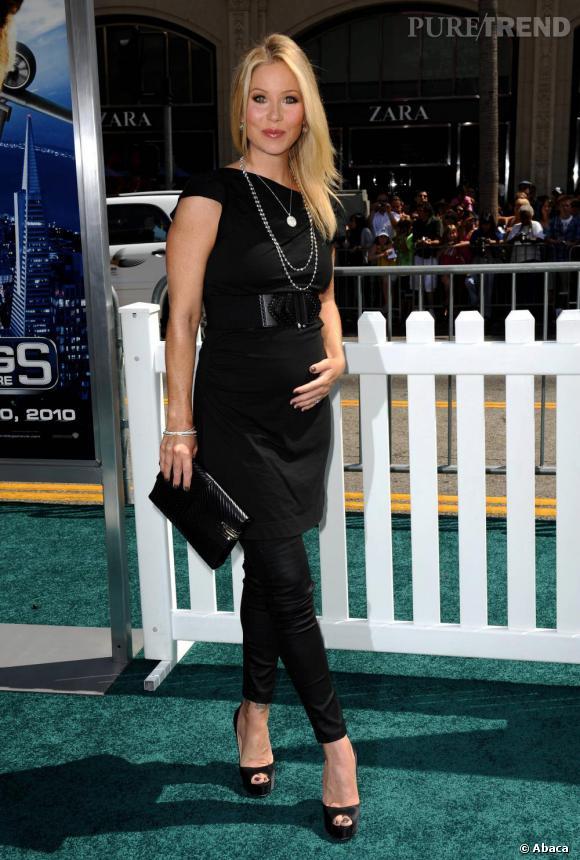 Christina Applegate s'offre un look trop sombre à la première de Comme chiens et chats : la revanche de Kitty Galore