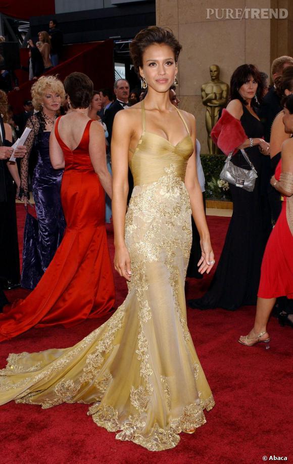 Jessica Alba sublime dans une robe seconde peau.
