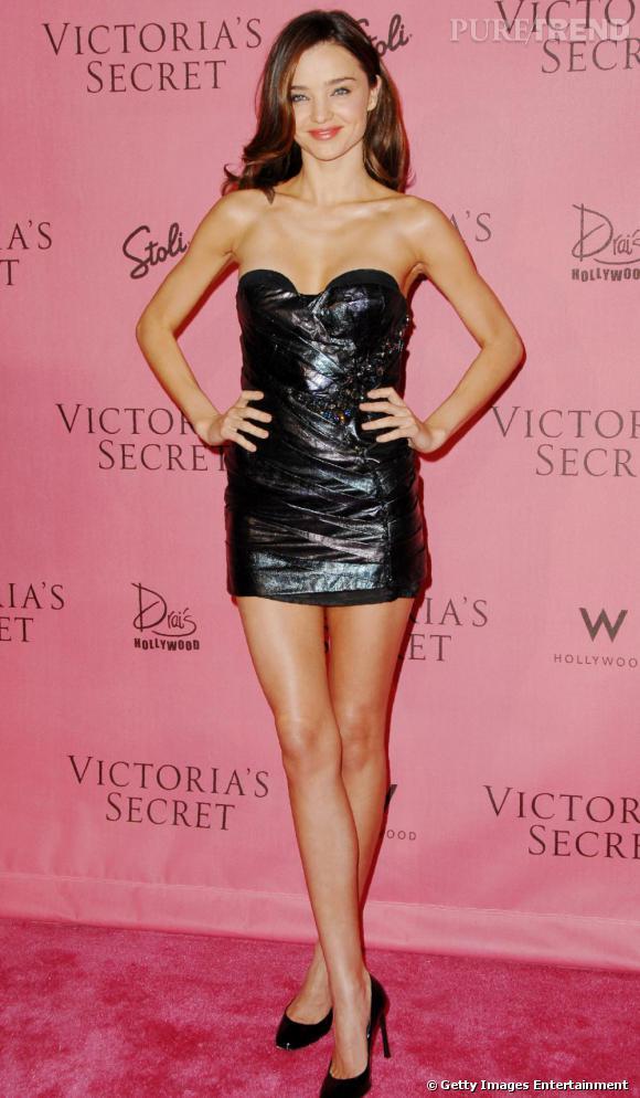 Le cuir c  039 est sexy   Miranda Kerr dévoile sa silhouette dans une fa4a457a3ef
