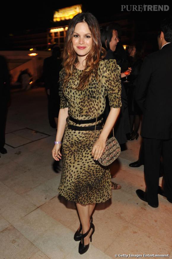 Style rétro  Rachel Bilson ose le léopard rétro avec une allure  inspiration vintage.