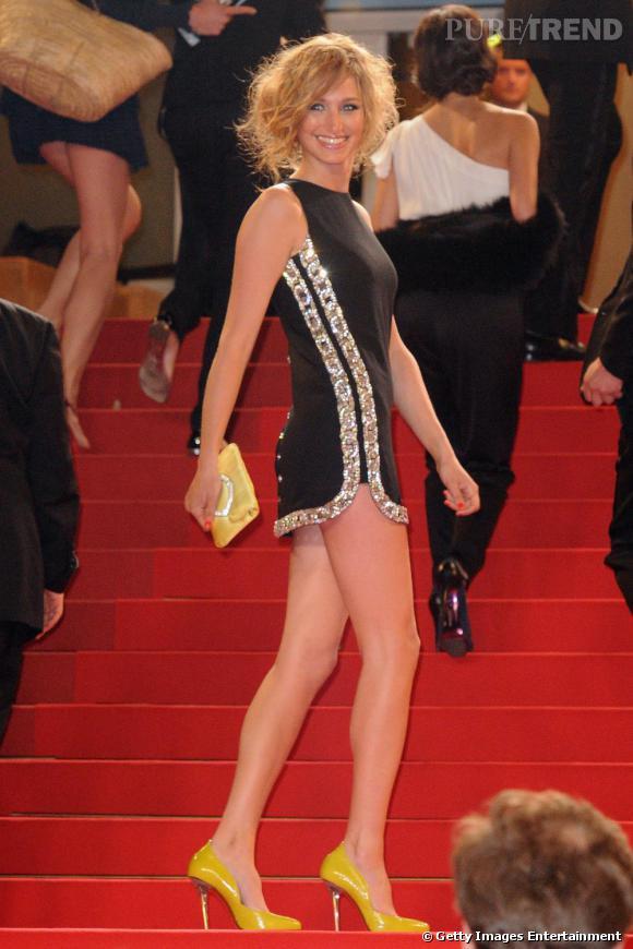 En mini robe, Pauline Lefevre, ex miss météo sur Canal +, n'a rien à envier aux nouvelles générations. Tant par son allure pointue que par sa plastique longiligne.
