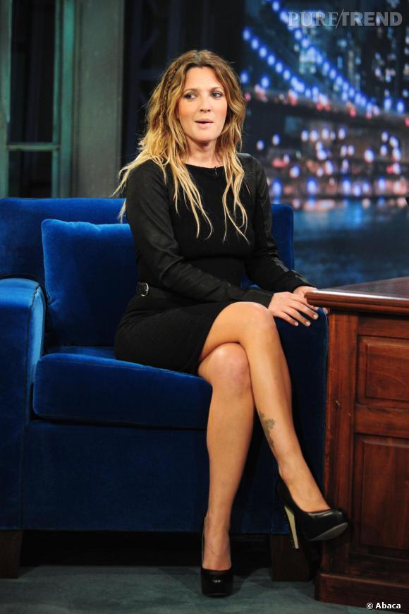 Drew Barrymore poursuit la promotion de Trop Loin Pour Toi et son défilé de mode.