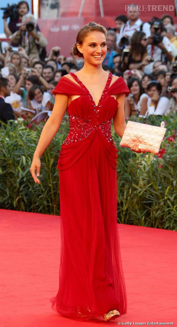 Natalie nous présente sa robe Rodarte en collaboration avec Swarovski.