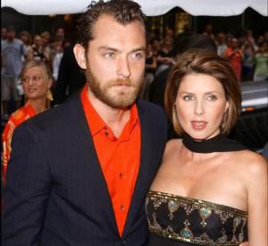 En 2002, Jude affiche son extravagance en chemise orange sur red carpet.