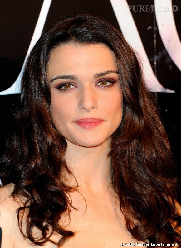 L'évolution beauté de Rachel Weisz     En 2009, elle joue la carte du glamour hollywoodien. Wavy touch et make-up discret. Un sans-faute.