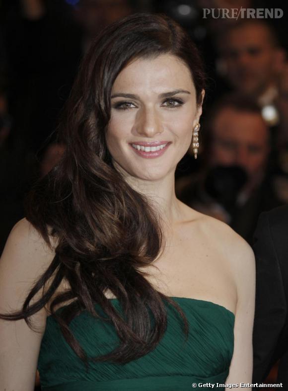 L'évolution beauté de Rachel Weisz     Festival de Cannes 2009, Rachel opte pour un look de vamp. La crinière domptée sur un côté, le make up toujours dans des teintes très douces. Parfait !