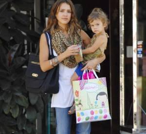 Jessica Alba Vs Katie Holmes : qui porte le mieux le sac Tod's ?
