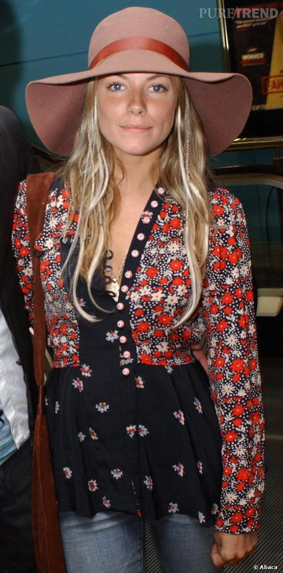 Sienna Miller, adopte la capeline rose pour avoir un look bohème baba cool des plus réussis !