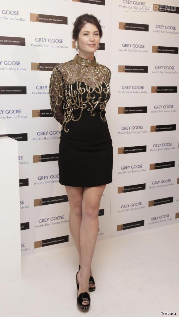 Pour faire mouche, l'actrice choisit une création Lily in Disguise et des escarpins Nicholas Kirkwood.