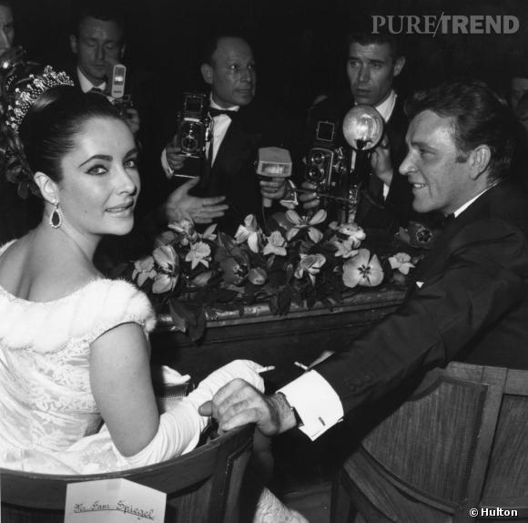Elizabeth Taylor et Richard Burton, une union de deux monstres sacrés du cinéma qui symbolise tout le glamour hollywoodien. Tumultueuse union aussi, qui les poussera à divorcer deux fois, mais quand ça veut pas, ça veut pas.
