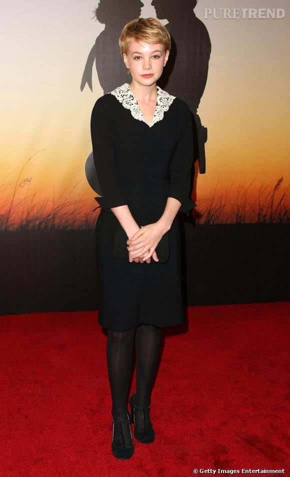 Actrice discrète avant de devenir la petite-amie de Shia Labeouf, Carey Mulligan foule le red carpet avec un look teinté d'élégance british, sans vraiment marquer les esprits.