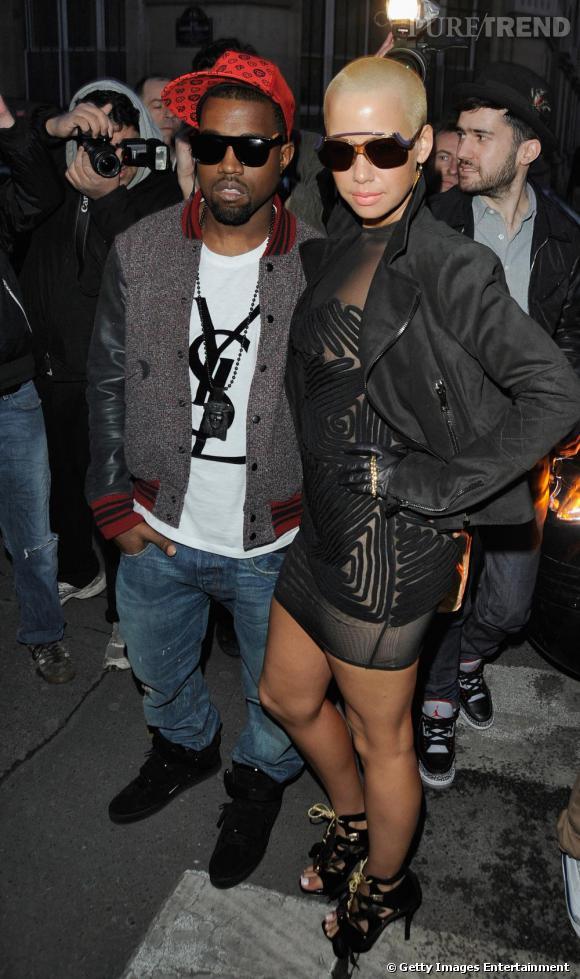 """Avec Kanye West, Amber Rose devient """"quelqu'un"""" et s'offre une identité mode. Ils deviennent alors des habitués des premiers rangs des défilés."""
