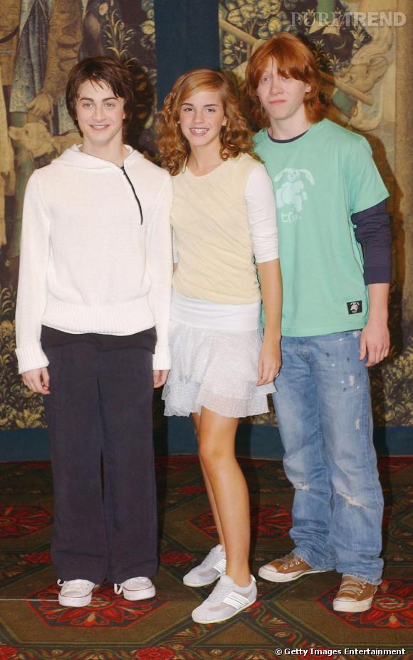 Pour le photocall d'Harry Potter et le Prisonnier d'Azkaban, Emma détonne en associant petite robe de patineuse à une simple paire de basket.